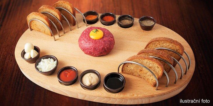 Na maso ke Švejkovi: Půlkilový hovězí tatarák a 15 křupavých topinek