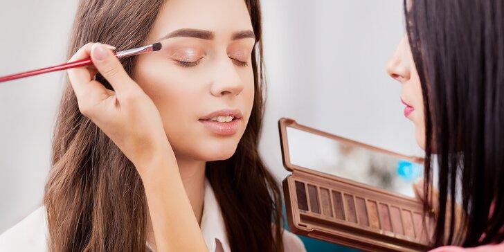 Tajemství krásy: 2hodinový kurz líčení pro dámy a štětec na minerální pudr