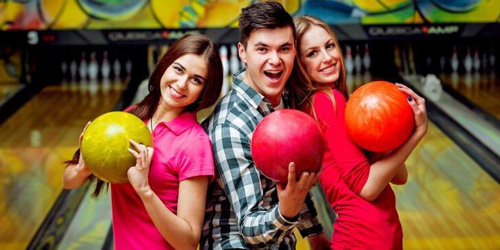 Hodina aktivní zábavy pro partu či rodinu: Bowling až pro 8 hráčů