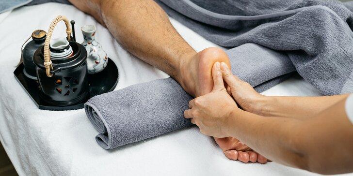 Léčebná thajská masáž chodidel od maséra vyučeného v Thajsku