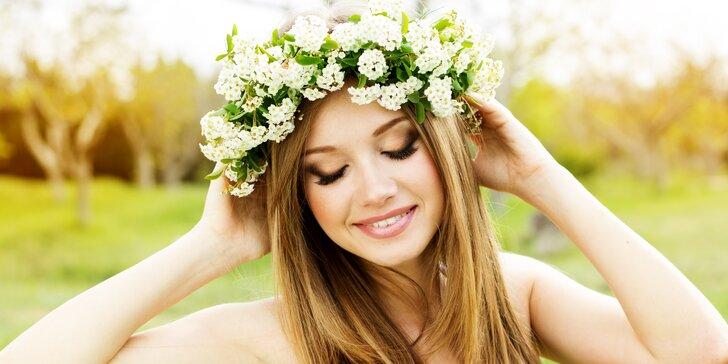 Udělejte si radost novým účesem: Kreativní dámský střih s melírem nebo bez