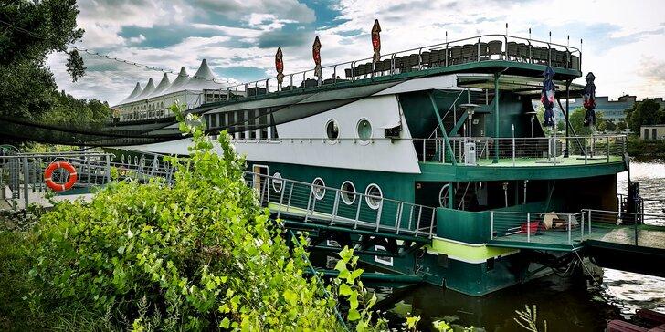 Nevšední romantika na Vltavě: letní pobyt pro 2 s polopenzí a wellness na lodi