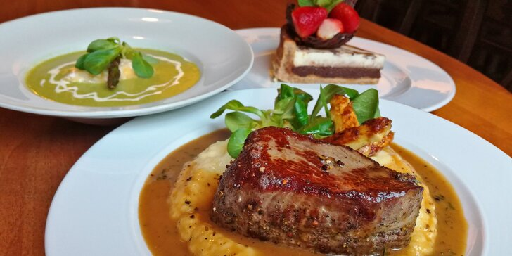 Chřestové menu se šťavnatým rumpsteakem a domácím koláčem