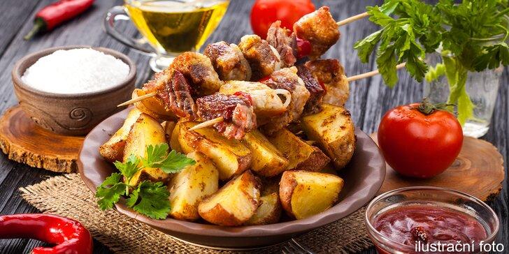 Šibeniční pochoutka: masové špízy čtyř vůní s americkými brambory pro dva jedlíky