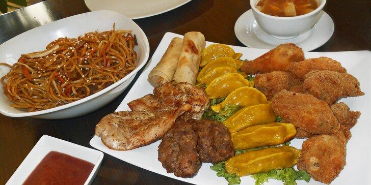 Hostina jako v Hongkongu: masový talíř pro dva včetně omáček a vaječných nudlí