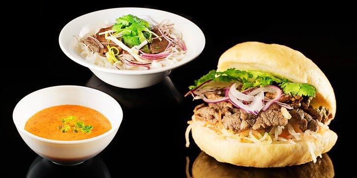 Dvě vietnamské speciality: burger, krevetová polévka Tom Yum i tradiční Pho