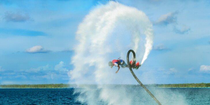 Superhrdinou ve vodě i ve vzduchu: Vodní létání flyboard
