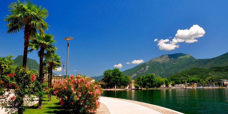 Koupání v jednom z nejkrásnějších prázdninových letovisek Riva na Lago di Garda