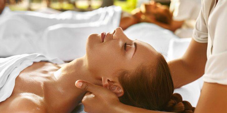Hodinová masáž dle výběru: povzbuzení jemnými dotyky a vůněmi + nápoje