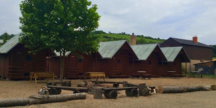 Pohoda a odpočinek v chatkách: Pobyt s polopenzí na jižní Moravě až pro 4 osoby