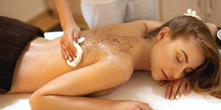 Odpočinek pro tělo: 2 hodiny péče s peelingem, zábalem i masáží