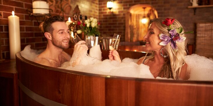 Pivní lázně pro dva: koupel, cedrová sauna, neomezené popíjení piva a občerstvení