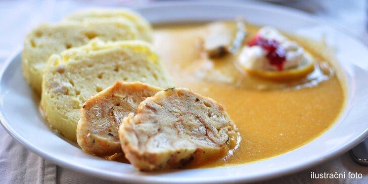 Klasika na talíři: tradiční svíčková s variací domácích knedlíků a brusinkovým terčem
