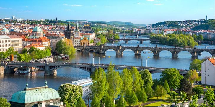 Letní nebo podzimní pobyt v centru Prahy se zmrzlinovým pohárem i saunou