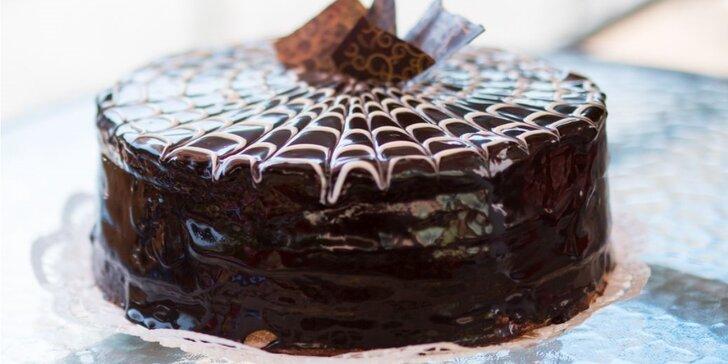 Lahodný poctivý dort dle výběru z rodinného podniku
