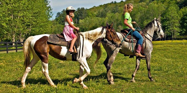 Prázdniny v sedle: týdenní dětský tábor u koní s termíny po celé léto