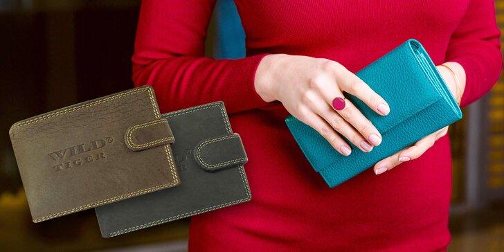 Libovolná dámská nebo pánská kožená peněženka z módního stánku v OC Flora
