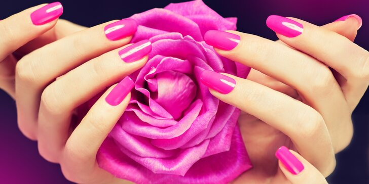 Kompletní péče o vaše nehty: manikúra včetně gel laku a parafínového zábalu
