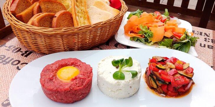 Letní tataráková variace: vyladěné hovězí, sýrové a zeleninové trio pro 2 nebo 4
