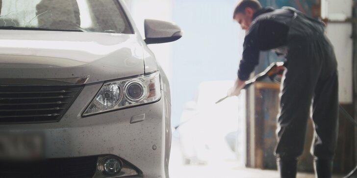 Lázně pro vaše auto: Kompletní mytí vozu s možností tepování sedaček