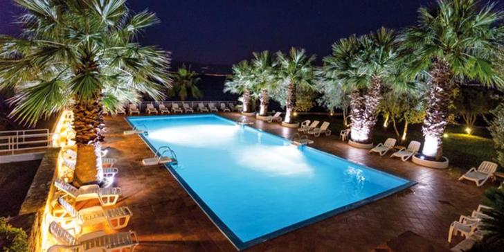 Řecko: 9 nocí v hotelu s polopenzí přímo na pláži v klidné jižní části letoviska