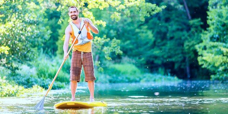 Vodní dobrodružství: Sjíždění řeky na paddleboardu