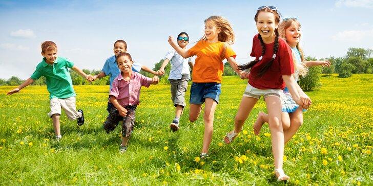Dětský tábor Kalich: dva týdny zábavy a her u rybníka, spaní v chatkách a strava
