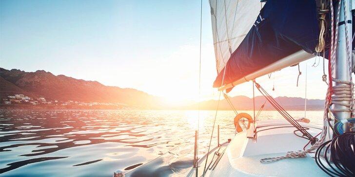Celodenní pohoda v kajutové plachetnici na Lipně a s možností přespání