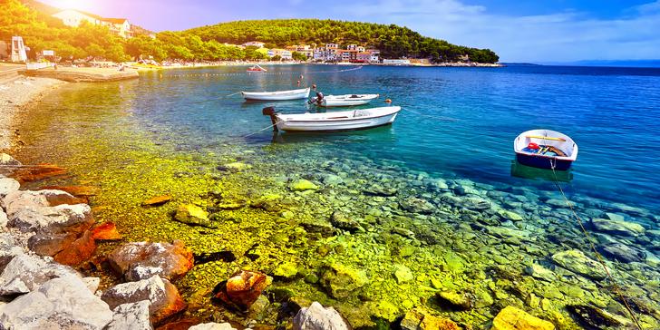 Týden letní pohody v chorvatském letovisku Drvenik v penzionu 150 m od pláže