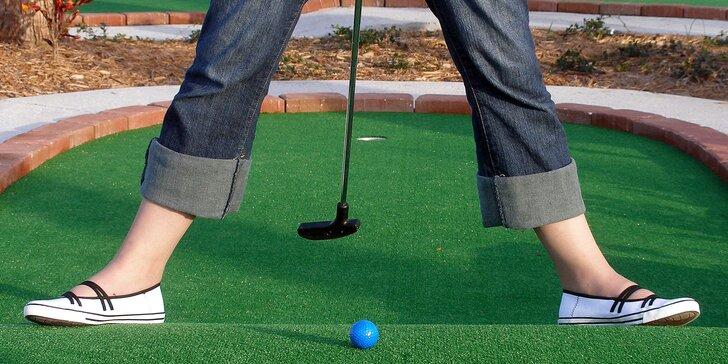 Zábava pro celou rodinu: Hodina adventure golfu, jaký jinde nenajdete