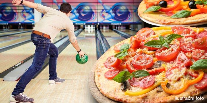 Hodina bowlingu na profesionální dráze a dvě pizzy na posilněnou