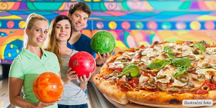 Hodina zábavy a skvělé jídlo: Pizza a bowling až pro 8 hráčů