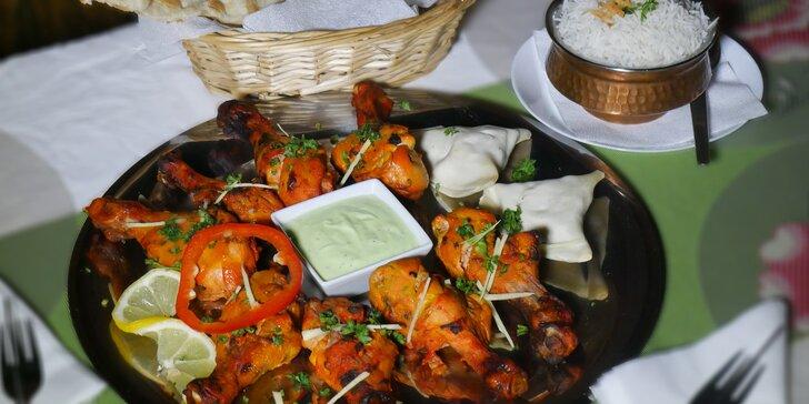 Talíř plný indických dobrot pro 2 osoby - kuře Tandoori a vegetariánská samosa