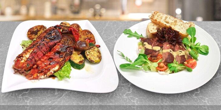I romantika může být zdravá: salát dle výběru a víno pro 2 v balkánské restauraci