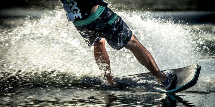 Adrenalinová jízda na vodním vleku ve Wake Parku Náklo