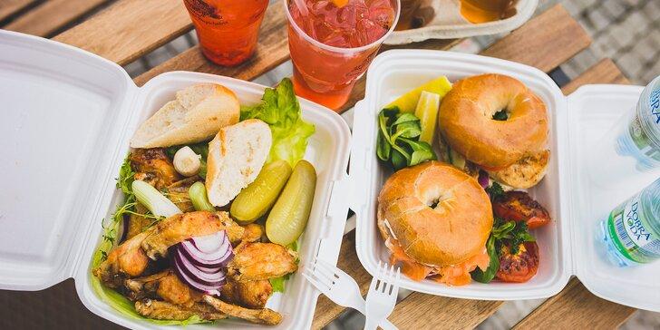 Na piknik ke Košíkovské nádrži: kuřecí křídla nebo bagely s pivem či Aperolem