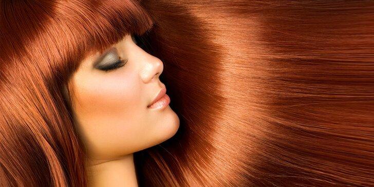 Letní relaxační rituál se střihem pro obnovu vlasů
