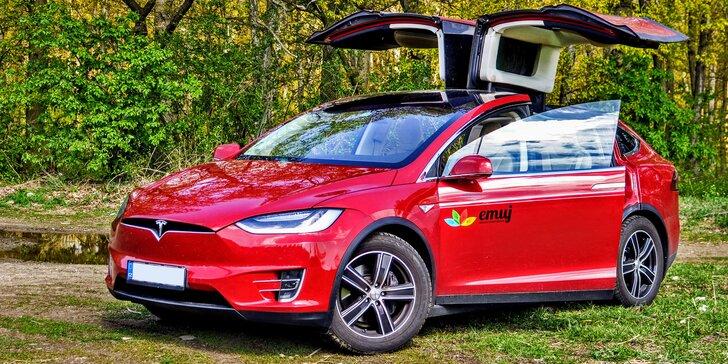 Projeďte se elektromobilem Tesla X, supermoderním autem budoucnosti