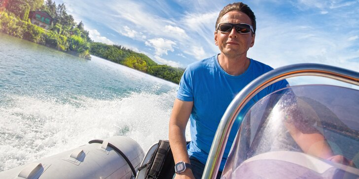S větrem o závod na rychlém motorovém člunu řízeném kapitánem nebo vámi