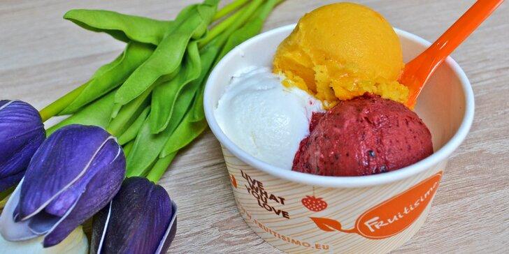 S chutí na náplavku: Tři kopečky delikátní zmrzliny Fruitisimo