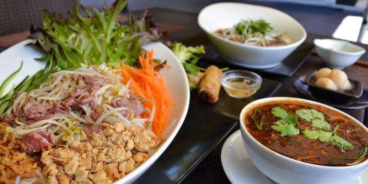 Slunce na talíři: rozzářete svůj den tradičním vietnamským menu pro 1