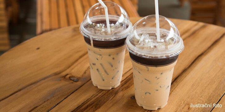 Ledová káva se zmrzlinou nebo ledové ovocné smoothie