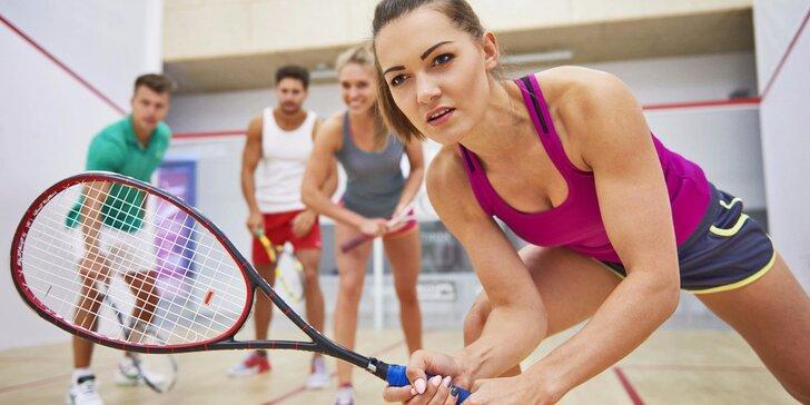 Pojďte si pinknout: pronájem squashového kurtu + sportovní nápoj