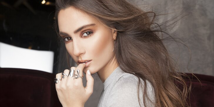 Krásná i bez líčidel: Konzultace a permanentní make-up obočí v luxusním salonu