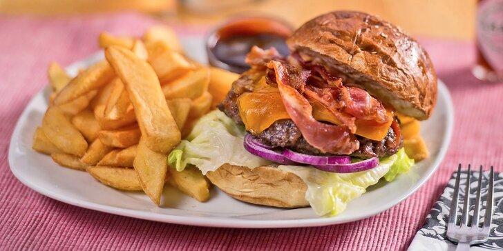 Menu od amerického šéfkuchaře: 2 burgery s hranolky, polévka, salát i dezert
