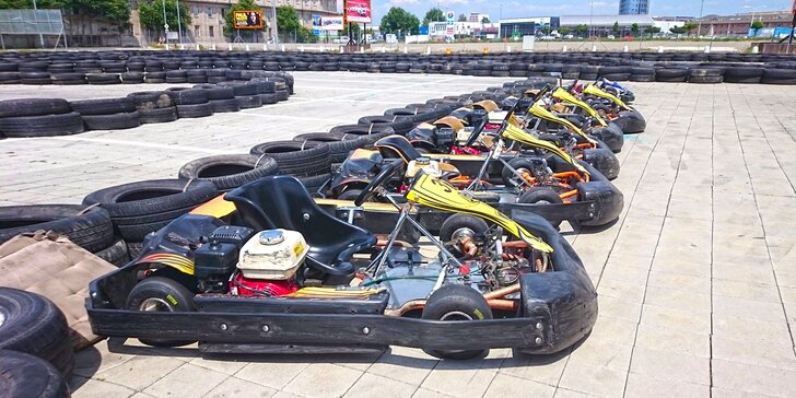 2× 10 minut v nadupané motokáře: Adrenalinem sršící jízdy v hale nebo venku