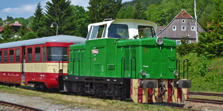 Celodenní výlet historickým motorovým vláčkem v malebné krajině Českého ráje