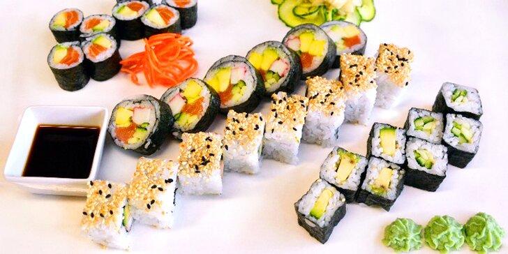Sushi hody: čerstvé sety s lososem, avokádem i krevetami