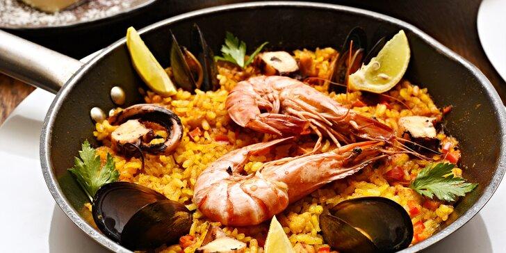 Španělské 4chodové menu s gazpachem, krevetami, paellou i kokosovým flanem