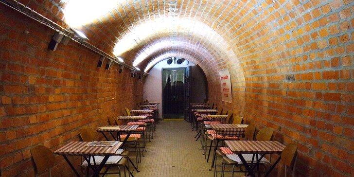Netradiční noc v atomovém krytu v centru Brna: Retro snídaně i lahev sektu